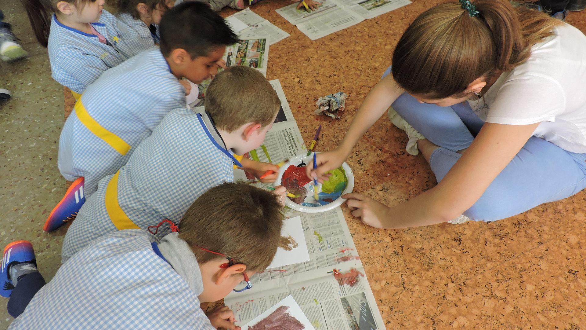 2º ESO y 2º Infantil pintan juntos