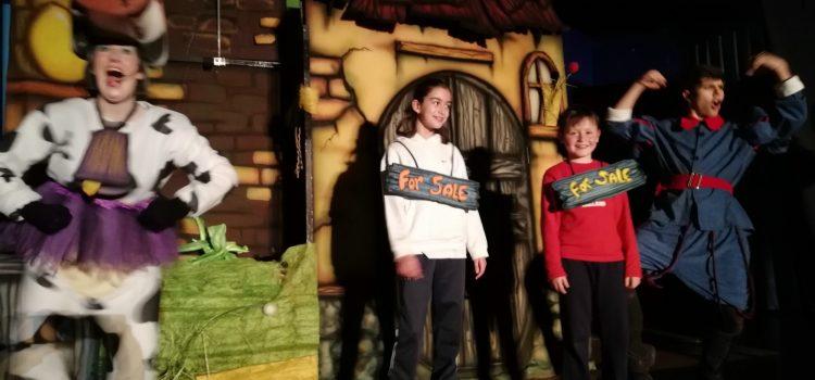 Los pequeños disfrutan del teatro en inglés