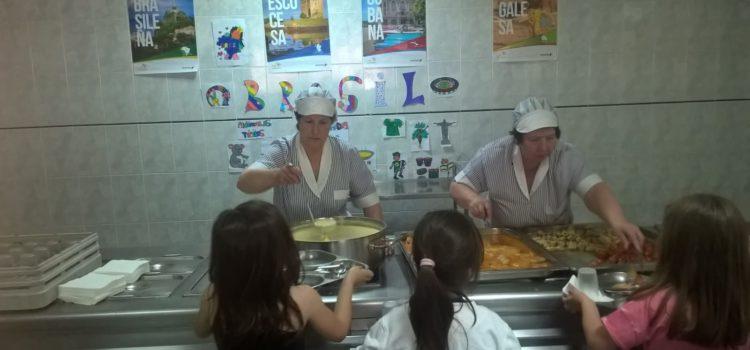 Los alumnos del comedor descubren la comida brasileña