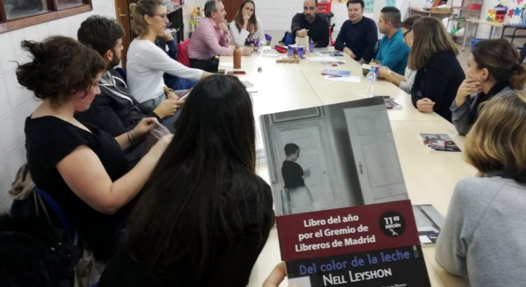 Fructífera primera reunión del club de lectura de madres y padres