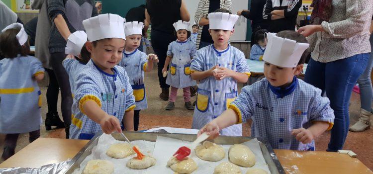 Los alumnos de infantil se convierten en panaderos por un día
