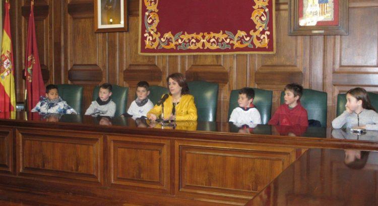 Los alumnos de 3º E.P. visitan el ayuntamiento de la ciudad