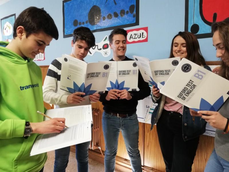 Los auxiliares de conversación ayudan a los alumnos en la preparación de los exámenes de Oxford