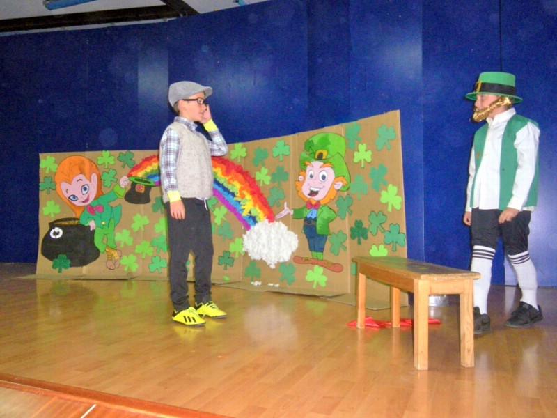 3º y 4º de primaria representan leyendas irlandesas en inglés