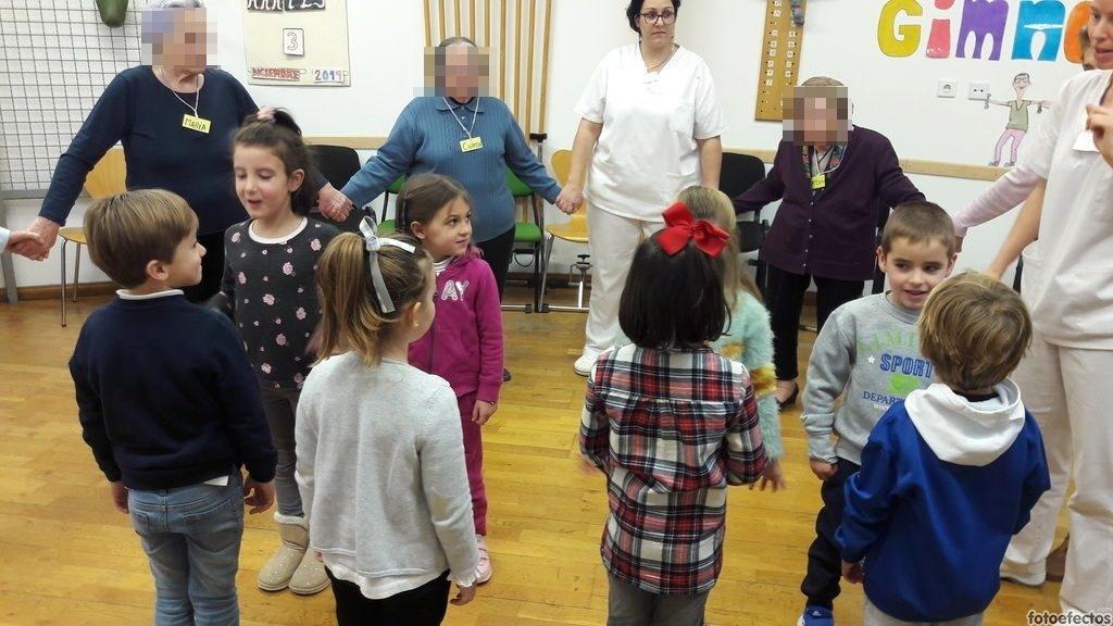 Compartiendo momentos con los mayores del centro de día Ensanche