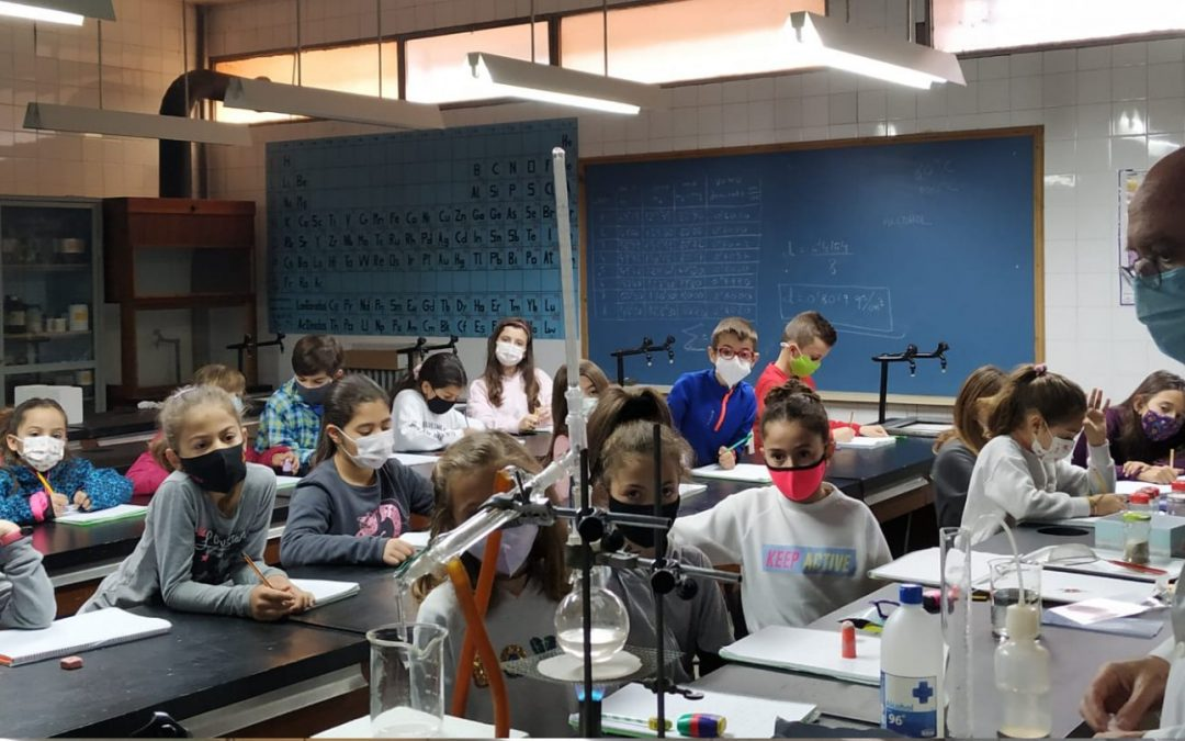 Experimentos en el laboratorio con Pablo Covaleda